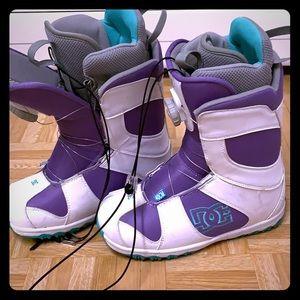 DC women's snowboarding boots